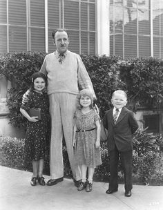 Tod Browning with The Doll Family, promoting his film FREAKS (1932)