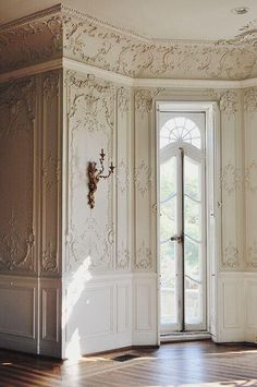 Wanna try to make my walls look like this with appliques or 3-d wall paper