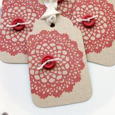 Doily Gift Tags...  Etiquetas para Regalo...