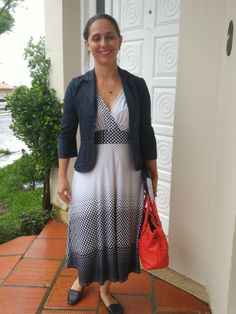Blog Femina - Modéstia e Elegância: Vestido branco de bolinhas e blazer azul marinho