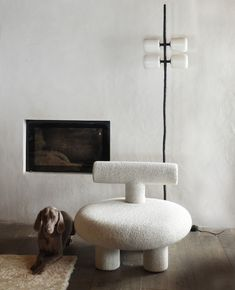 We're loving this abstract furniture design at HOLY TRINITY®. Our minimal design lights would look right at home in this living room. Furniture Inspiration, Interior Design Inspiration, Ikea Furniture, Furniture Design, Furniture Outlet, Venetian Plaster Walls, Stylish Chairs, Decoration, Interior Architecture