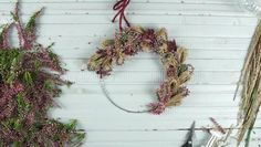 Ein besonderer Kranz aus Heidekraut, The farmhouse style has quickly become among the most popular home decor styles in the country, and, Advent Wreath, Diy Wreath, Grapevine Wreath, Christmas Diy, Christmas Wreaths, Christmas Decorations, Holiday, Dried Flower Wreaths, Dried Flowers