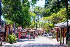 As 6 ruas mais bonitas do Brasil - Casa Vogue   Cidade Architectural Digest, Street View, Vogue, Lifestyle, Colonial Architecture, Natural History, Nightlife, The Neighborhood, Green Joggers