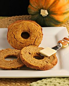 Low Carb Pumpkin Bagel (Grain-free, Paleo and Low Carb version, Starch-free, Dairy-free, with Nut-free options) Gluten Free Breakfasts, Gluten Free Recipes, Low Carb Recipes, Real Food Recipes, Bread Recipes, Low Carb High Protein, Low Carb Keto, Comidas Paleo, Dieta Atkins