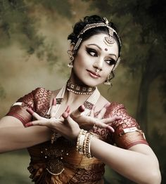 Shobana hot South Indian Actress and Bharata Natyam Dancer