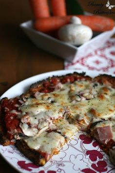 Pizza mit Gemüseboden (Low Carb)