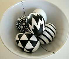 Schwarz weiße Ostereier