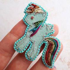 """Радуга Дэш из мальтика """"My Little Pony"""" для маленькой принцессы Фото на память #брошь #брошьпони #майлитлпони #радугадэш #детскаяброшь"""
