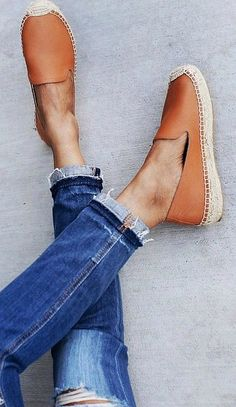 Espadrilles are such simple yet cute shoes perfect for spring and summer. Their are so many ways to style espadrilles. Look Fashion, Fashion Shoes, Latest Fashion, Street Fashion, Runway Fashion, Fashion Dresses, Spring Fashion Trends, Nike Fashion, Trending Fashion
