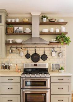 Gorgeous 50 Elegant Farmhouse Kitchen Decor Ideas https://roomadness.com/2017/12/15/50-elegant-farmhouse-kitchen-decor-ideas/