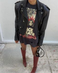 How to wear a leather biker jacket at Stylée.fr # outfit # # Street Style - How to wear a leather biker jacket at Stylée. Mode Outfits, Casual Outfits, Fashion Outfits, Womens Fashion, Fashion Trends, Rock Chic Outfits, Fashion Skirts, Travel Outfits, Casual Wear