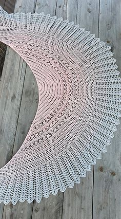 The Awana shawl is light and airy, a perfect accessory for a summer night out. It can also be a wedding accessory. The crochet pattern is very detailed with lots of step-by-step pictures. Crochet Shawls And Wraps, Knitted Shawls, Crochet Scarves, Crochet Clothes, Shawl Patterns, Knitting Patterns, Crochet Patterns, Knitting Tutorials, Diy Crafts Crochet