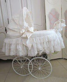 Vintage baby carriage! Classy!