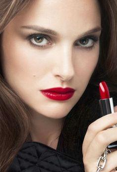 Natalie Portman : femme fatale et regard de braise pour Dior !