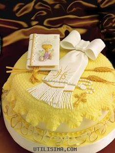 First Communion Cakes, First Holy Communion, Cake Cookies, Cupcake Cakes, Comunion Cakes, Religious Cakes, Fiesta Party, Specialty Cakes, Amazing Cakes