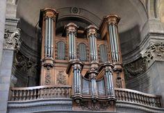 l'église Saint-Pierre à Besançon L'orgue de tribune a été installé par François Callinet entre 1809 et 1811, dans le buffet actuel XVIIIe siècle) et repris en 1834 et 1875. Il a été restauré au XXe siècle par la maison Alfred Kern et Fils de Strasbourg.