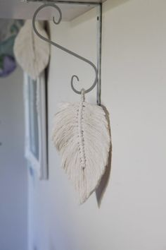 A beautiful bohemian piece to add to a wall. Our macramé feather leaves come in two sizes. This macramé is handmade and may differ slightly in design. Geometric Heart, Wall Crosses, Wall Patterns, Peonies, Macrame, Feather, Sparkle, Bohemian, Range