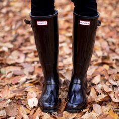 Women's tall gloss hunter rain boots Nearly perfect condition, very comfortable, great price! Only worn about 3 times. No trades. US 9M/10F Hunter Boots Shoes Winter & Rain Boots