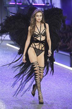Gigi Hadid Had a Wardrobe Malfunction on the Victoria's Secret 2016 Runway And Still Looked Flawless