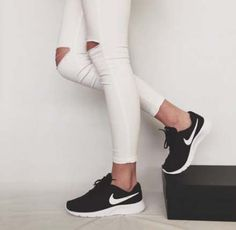 Ideas Sneakers Nike 2018 For 2019 Sneaker Outfits, Nike Outfits, Sneakers Fashion Outfits, Fashion Shoes, Workout Outfits, Black Nike Shoes, Adidas Shoes Women, Black Nikes, Cute Shoes