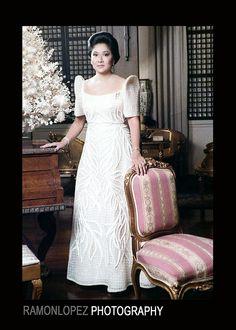 Imelda Marcos rocking yet another elegant filipiniana Filipiniana Wedding Theme, Modern Filipiniana Dress, Wedding Gowns, Philippines Outfit, Philippines People, Filipino Fashion, Philippine Fashion, Grad Dresses, Traditional Dresses