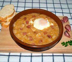 Sopa de ajo o sopa castellana Sopa de ajo o sopa castellana La sopa de ajo o sopa castellana es uno de esos platos que cuando viene el frío te pide el cuerpo porque te lo reconforta y te sienta de