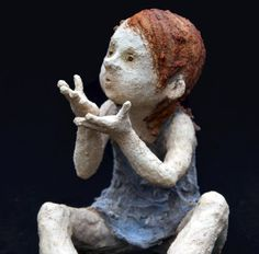A good sense of shape, simple colours (maybe iron in the hair, cobolt in the dress?), - you can't get it wrong. A very cute one By Jurga Sculpteur Paper Mache Sculpture, Sculptures Céramiques, Art Sculpture, Figurative Kunst, Ceramic Figures, Ceramic Clay, Art Dolls, Sculpting, Street Art