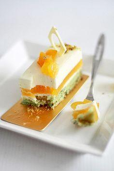 Dacquoise pistache et abricot, gelée d'abricot, mousse de miel et gousse de vanille /  Pistachio apricot dacquoise, apricot gelee, honey vanilla bean mousse.