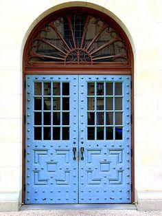 love a blue door Entrance Ways, Entrance Doors, Doorway, Front Doors, Cool Doors, Unique Doors, Portal, Door Knockers, Door Knobs