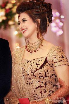 Divyanka Tripathi wedding: Bride and groom's pics from the reception Divyanka Tripathi Wedding, Divyanka Tripathi Saree, Big Fat Indian Wedding, Indian Bridal, Pakistani Bridal, Bollywood Wedding, Indian Bollywood, Bollywood Fashion, Glamour
