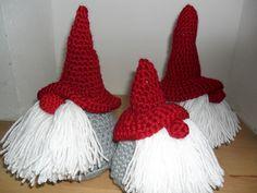 free tomte crochet pattern http://littleforesthandmade.blogspot.com/2011/12/5-december-tutorial-en-give-away.html