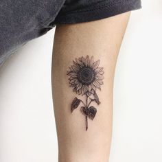 I would like to warn you that from today I only tattoo sunflowers … – Design tattos Hand Tattoos, Finger Tattoos, Side Tattoos, Cool Tattoos, Tatoos, Piercings, Piercing Tattoo, I Tattoo, Tattoo Flash