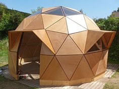 images about domes and yurts Yurt Home, Jardin Decor, Dome Structure, Geodesic Dome Homes, Dome Greenhouse, Dome House, Natural Building, Green Building, Tiny House Cabin
