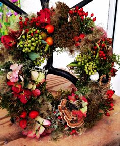Selbstgemachter Herbstkranz Mehr Dried Flower Wreaths, Wreaths And Garlands, Door Wreaths, Dried Flowers, Homemade Christmas Decorations, Christmas Mesh Wreaths, Fall Decor, Holiday Decor, Fall Flowers