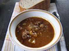 Goulash soup in a cauldron Rum, Chili, Meat, Goulash Soup, Cauldron, Peeling Potatoes, Beef, Food Portions, Food Food