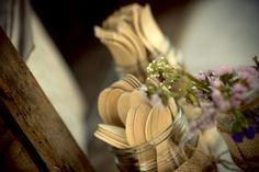 Flors, cuverts i pots de cristal