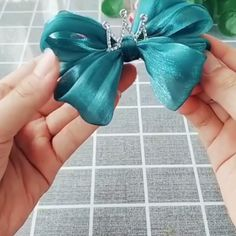 Paps e Moldes de Artesanato - Melt Tutorial and Ideas Making Hair Bows, Diy Hair Bows, Diy Bow, Ribbon Hair, Ribbon Bows, Tulle Hair Bows, Fabric Ribbon, Ribbons, Ribbon Embroidery Tutorial