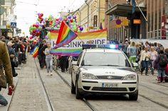 Helsinki Pride -kulkueessa oli ennätysmäärä osallistujia kesällä 2012. Kuva: Sami Kilpiö / HS
