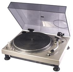 This is the very first Technics SL-1200 (manufactured around october 1972).