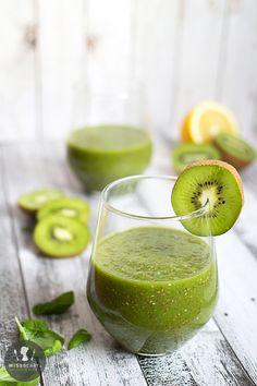 Smoothie z kiwi, szpinakiem i nasionami chia - Przepisy Miss Berry Food Inspiration, Lemonade, Berries, Lime, Lunch, Fruit, Dinner, Cooking, Breakfast