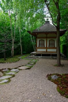 Would love to have one of these in my backyard!   The Japanese Tea House at Quatre Vents in Quebec Canada.  Built by Japanese builders and authentic as can be. Very cool building