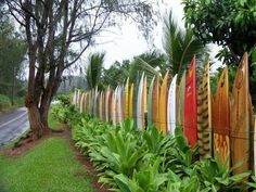 super cool fence idea if you have a decent sized garden! (as in i want this!)