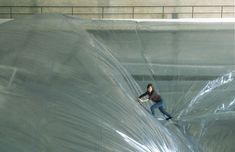 climbing on clouds...:  tomàs saraceno: on space time foam - a billowing aerial landscape