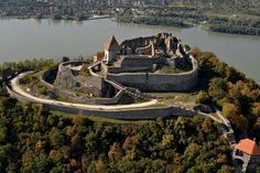Premium Budapest River Cruise and fine dining on the Danube? Why settle for less when you can opt for the most popular Budapest Dinner Cruises? Bratislava, Ancient Ruins, Photo Chateau, Heart Of Europe, Beautiful Castles, Medieval Castle, Budapest Hungary, Day Trips, Places To See
