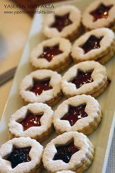 Heyooooo! Hızlıca bir giriş yapayım.. Bu güzel kurabiyelerle kendimi affettireyim.. Uzun zamandır tarifi verilmeyi bekleyen lezzetlerden ...