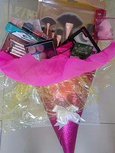 4299c2fec Buquê de maquiagem Uma Mania de Mulher - A loja online com os produtos que  você