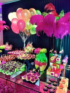 Resultado de imagem para o que usa como lembrancinha para festa neon Glow Party Decorations, Birthday Decorations, 30th Party, Birthday Parties, Sweet 16 Themes, Fall Carnival, Neon Birthday, Full Moon Party, Quinceanera Party