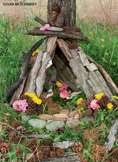 Make a Fairy House - National Wildlife Federation Lots of other fab ideas in this site Fairy Houses Kids, Fairy Garden Houses, Fairy Gardens, Land Art, Deco Nature, Gnome House, House 2, Tiny House, Fairy Land