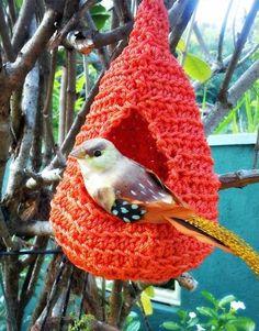 crocheted bird nest - I might use plarn (plastic yarn - cut up plastic bags) or heavy twine Crochet Home, Crochet Crafts, Yarn Crafts, Free Crochet, Knit Crochet, Ravelry Crochet, Plastic Bag Crafts, Plastic Bag Crochet, Recycled Plastic Bags