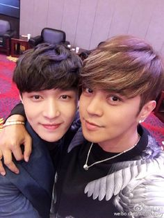 160426 Show Luo Weibo update with LAY